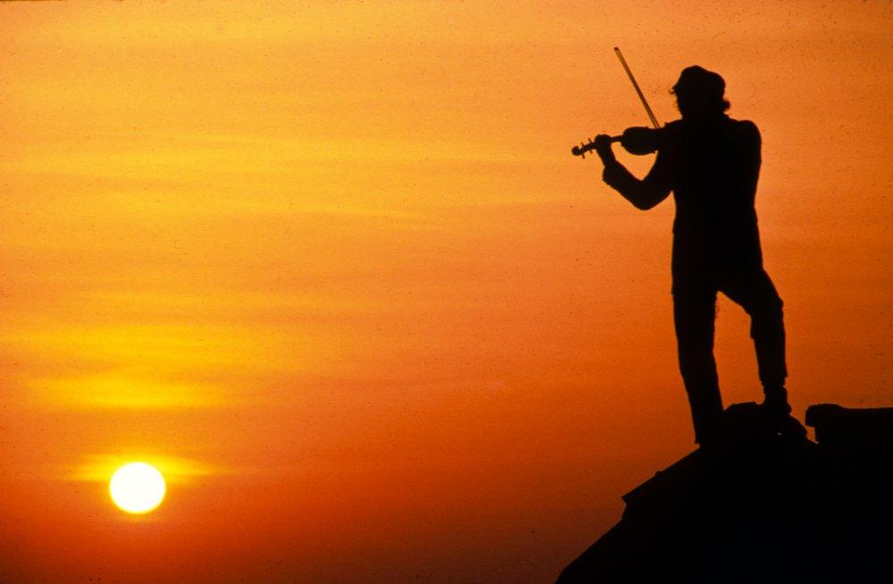 fiddler-on-the-roof-1971-001-00o-228-fiddler-on-roof-orange-sunset